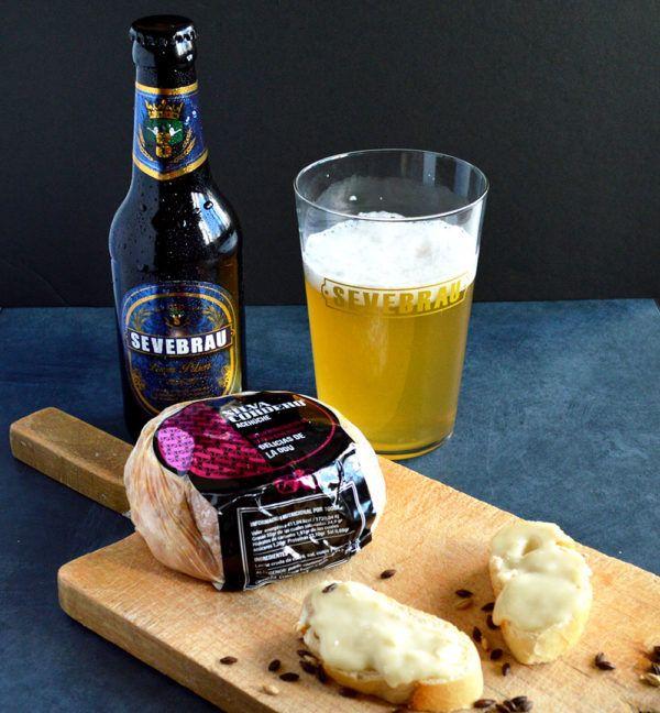Queso de cabra madurado con moho maridado con nuestras cervezas artesanas.